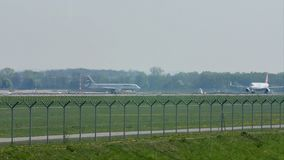 Плоское делая такси в авиапорте Мюнхена, MUC