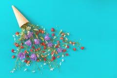 Плоское положение, предпосылка сладостной еды взгляд сверху флористическая Стоковое Изображение RF