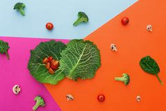 Плоское положение сырцовых овощей на абстрактной предпосылке Стоковое фото RF