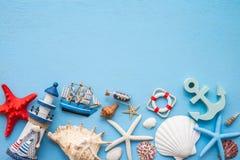 Плоское положение тропического летнего отпуска пляжа с acce лета пляжа Стоковое Фото