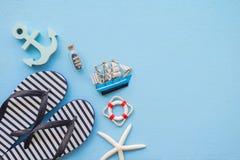 Плоское положение тропического летнего отпуска пляжа с acce лета пляжа Стоковые Фото