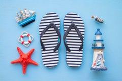 Плоское положение тропического летнего отпуска пляжа с acce лета пляжа Стоковая Фотография
