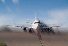 плоскость припаркованная авиапортом Стоковые Фото