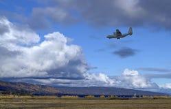 плоскость усилия летания воздуха низкая Стоковые Фотографии RF