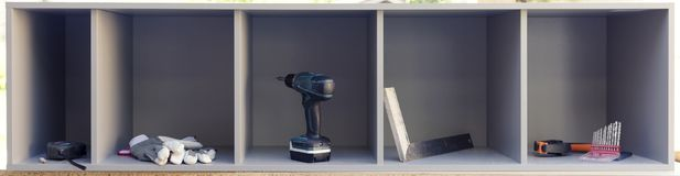 Плотничество оборудует аранжировало аккуратное в коробках заново сделанных неофициальных советников президента Делать мебели, соб стоковые фото