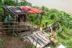 Плохая лачуга на банках Меконга стоковая фотография