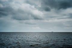 Плохая погода над океаном стоковая фотография rf