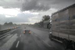 Плохая погода на шоссе стоковое фото rf