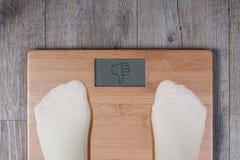 Плохой вес - большой палец руки вниз с жеста стоковые фотографии rf