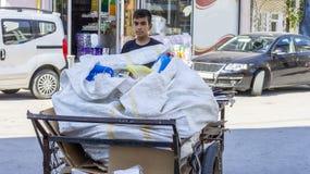 Плохой и бездомный мальчик от Эдирне Turkey/09 24 стойл старья 2018/push стоковые изображения