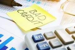 Плохой кредит написанный на ручке стоковые изображения rf