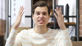 плох-закаленный человек выкрикивая в гневе Стоковое фото RF