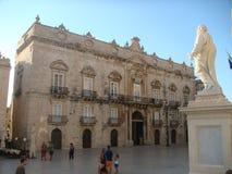 Площадь собора к Сиракузу с античным строя Beneventano del Bosco стиля барокко Сицилия Италия стоковое изображение