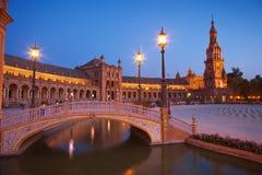 площадь sevilla Испания ночи de espa Стоковые Фотографии RF