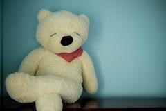 Плюшевый медвежонок ослабляет сидеть Стоковые Фото
