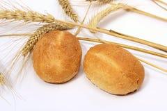 Плюшка хлеба и черенок пшеницы Стоковое Изображение RF