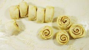 Плюшки с циннамоном Стоковые Изображения