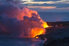 Пляжи и океан вулкана лавы Гаваи жидкие Стоковое фото RF