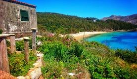 Пляжный домик и природа взморья в Галиции, Испании Стоковое фото RF