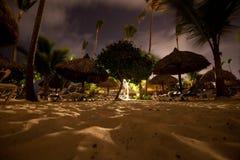 Пляжный комплекс вечером стоковые изображения