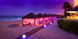 Пляжный комплекс Cancun с ладонями Стоковое Фото