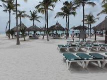 Пляж Аруба Tuquoise на курорте стоковые фото