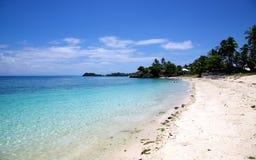 Пляж белого песка тропический на острове Malapascua, Филиппиныы Стоковая Фотография RF