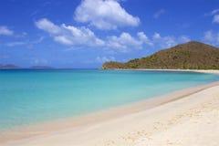 Пляж бухты контрабандиста в Tortola, BVI, Вест-Инди стоковая фотография