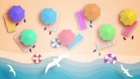 Пляж, взгляд от верхней части Пристаньте к берегу, волны, sunbeds и зонтики от солнца иллюстрация вектора