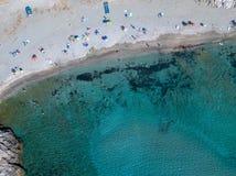 Пляж вида с воздуха и море залива Aliso, крышки Corse, Корсики, Франции Стоковые Фото