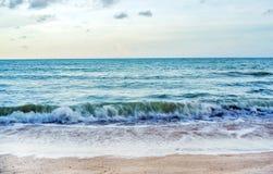Пляж во времени захода солнца Стоковые Фотографии RF