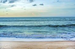 Пляж во времени захода солнца Стоковые Фото