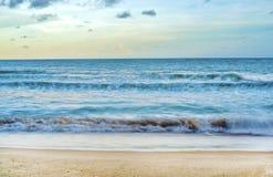 Пляж во времени захода солнца Стоковое Изображение