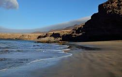 Пляж в малой воде, Фуэртевентура Стоковые Фото