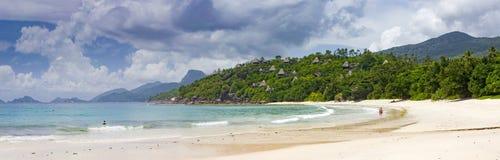Пляж в Mahe Сейшельских островах стоковое изображение rf