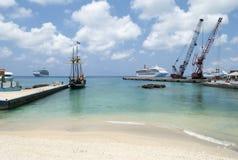 Пляж городка Джордж острова Grand Cayman Стоковые Фотографии RF