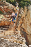 ПЛЯЖ 28,2017 -го ПОРТУ KATSIKI июнь Идущ вниз с лестниц на Порту Katsiki, лефкас Греция Стоковое Изображение RF