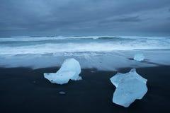 Пляж диамантов в Исландии стоковые изображения rf
