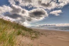 пляж заволакивает шторм Стоковое Изображение