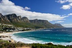 Пляж залива лагерей, западная плаща-накидк, Южно-Африканская РеспублЍ стоковые фотографии rf