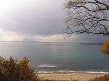 пляж залива осени стоковые фотографии rf