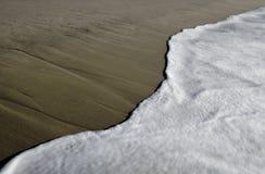 пляж запачкал волны Стоковое фото RF