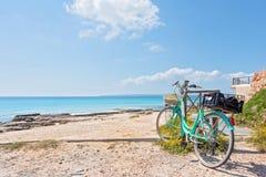 Пляж и велосипед Форментеры Стоковые Изображения