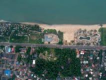 Пляж и дорога стоковая фотография