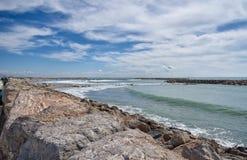 Пляж и прогулка - Saintes Maries de Ла Mer - Camargue Провансаль - Франция стоковое фото rf