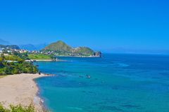 Пляж и уступчик Стоковое Фото