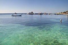 Пляж и шлюпки Майя Rivera стоковые изображения