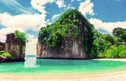пляж красивейший Взгляд славного тропического пляжа с ладонями вокруг Стоковые Фотографии RF