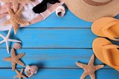Пляж лета возражает предпосылку рамки голубую деревянную Стоковая Фотография