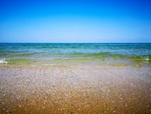 Пляж лета и мягкая волна за песком и морем стоковое фото rf
